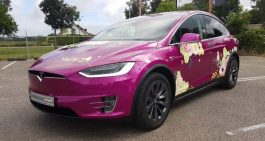 Tesla Model X in paars gecarwrapt